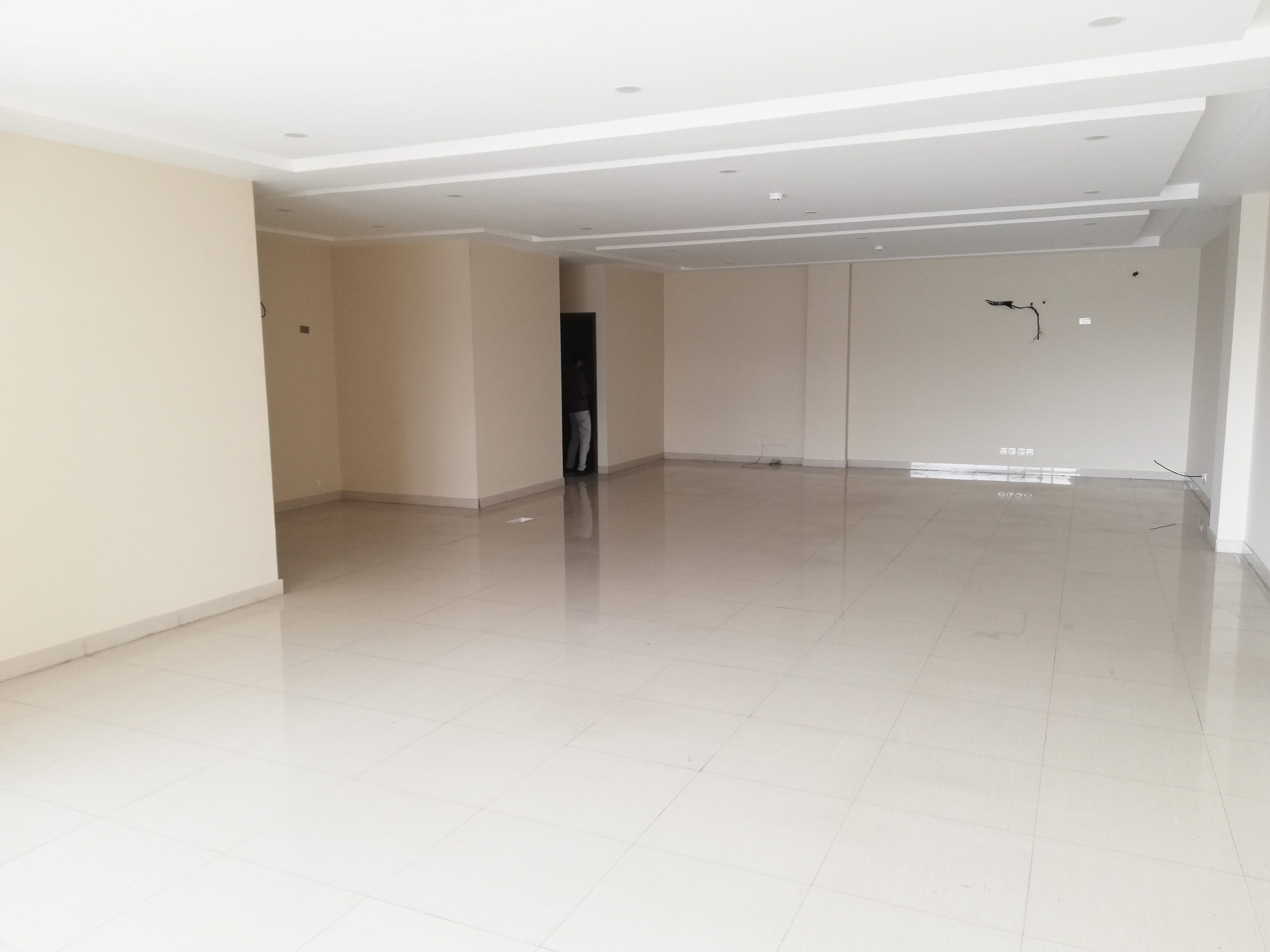 1800 SQ.FT 4TH FLOOR OFFICE FOR RENT IN DHA PHASE 5 NEAR JALAL SONS