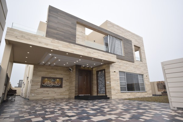 01 KANAL LUXURY HOUSE AVAILABLE FOR SALE IN DHA PHASE 7